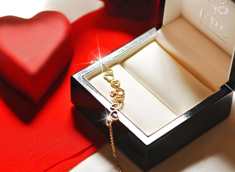 A gold bracelet covered with diamonds or a wonderful romantic dinner?